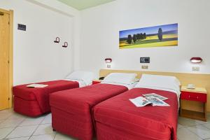 A bed or beds in a room at Santa Caterina Hotel & Bike