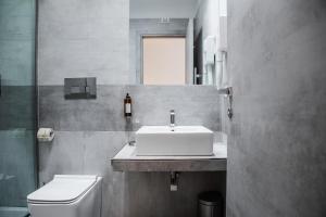 A bathroom at Prestige Rooms Chiaia