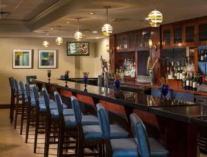 The lounge or bar area at Holiday Inn Hartford Downtown Area, an IHG Hotel