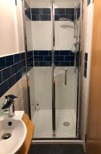 A bathroom at St Columba Hotel