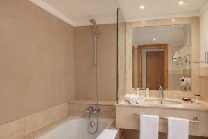 Un baño de Odyssee Park hotel