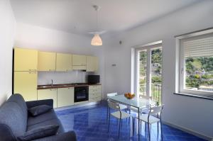 A kitchen or kitchenette at Residence Due Torri