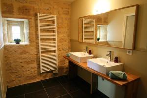 A bathroom at Bleu Raisin