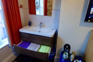A bathroom at Abinger Guest House