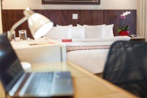 Cama ou camas em um quarto em Ramada Hotel & Suites Lagoa Santa By Wyndham