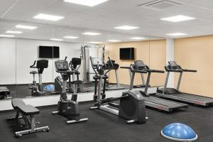 The fitness center and/or fitness facilities at Hilton Garden Inn Riga Old Town