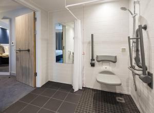 A bathroom at Holiday Inn Express Dublin City Centre, an IHG Hotel