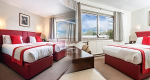 A bed or beds in a room at Peartree Lodge Waterside