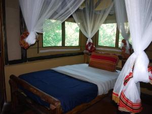A bed or beds in a room at Rweteera Safari Park