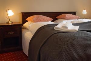 Łóżko lub łóżka w pokoju w obiekcie Pałac Spichrz
