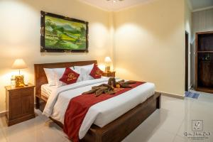 A bed or beds in a room at Gora House Bali