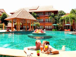 The swimming pool at or close to Andamanee Boutique Resort