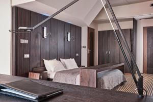 A bed or beds in a room at Hotel Monopol