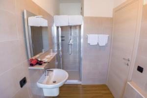 A bathroom at Hotel Ristorante Miravalle