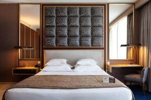 A bed or beds in a room at VidaMar Resort Hotel Algarve