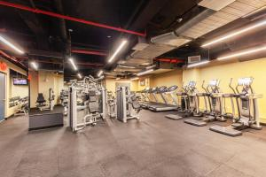 The fitness centre and/or fitness facilities at Sonder at One Platt