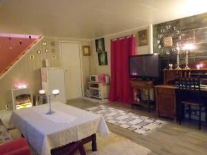 A kitchen or kitchenette at Nordli Gjestehus