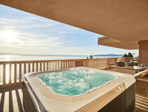Der Swimmingpool an oder in der Nähe von Ikador Luxury Boutique Hotel & Spa