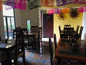 Un restaurante o sitio para comer en Hotel Jatziri