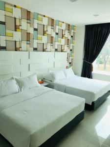 A bed or beds in a room at GOODY HOTEL