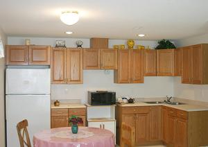 A kitchen or kitchenette at Baileys by the Creek Bed & Breakfast