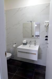 A bathroom at Dalmazia Rooms