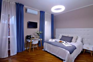 A bed or beds in a room at Dalmazia Rooms