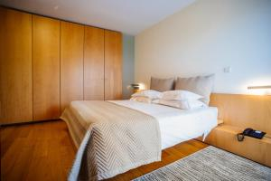 A bed or beds in a room at Axis Ponte de Lima Golf Resort Hotel