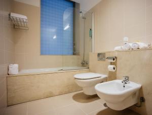 A bathroom at Axis Ponte de Lima Golf Resort Hotel