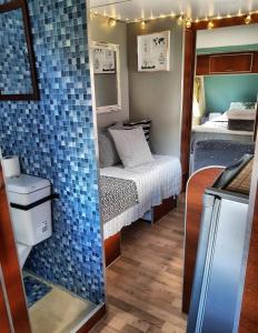 Un baño de Hostel del Lago, habitaciones privadas y cabañas