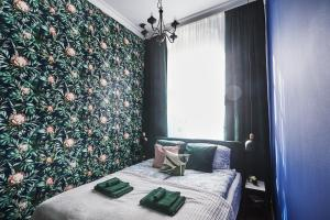 A bed or beds in a room at Apartamenty Profesorskie