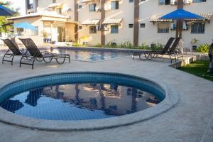 A piscina localizada em Hotel Amendoeiras ou nos arredores