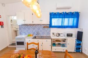 A kitchen or kitchenette at Casa Algarvia