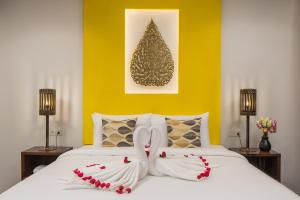 A bed or beds in a room at Siem Reap Palace Hotel & Spa