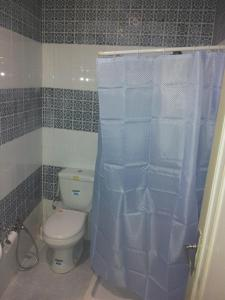 A bathroom at Hôtel Medina