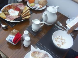 Breakfast options available to guests at Devonshire Hotel