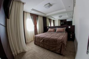 A bed or beds in a room at Santa Catarina Plaza Hotel
