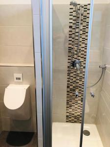 A bathroom at Jasper's Boutique Hotel