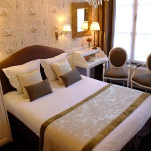 Een bed of bedden in een kamer bij The Pand Hotel - Small Luxury Hotels of the World