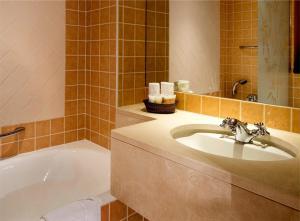 A bathroom at Hotel Britannique