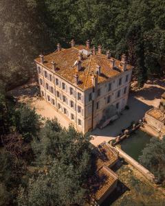 A bird's-eye view of Hotel Château Des Alpilles