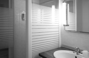 Salle de bains dans l'établissement Village Creole