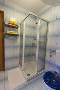 A bathroom at Rooms & Apartments Jana