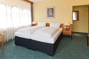 A bed or beds in a room at Hotel Katharinenhof