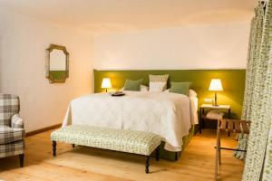 A bed or beds in a room at Schloss Prielau Hotel & Restaurant