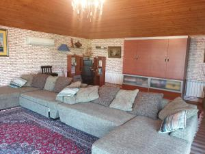 Uma área de estar em NEM McDonald,s 2 bedroom Apartment