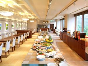 A restaurant or other place to eat at Sotetsu Grand Fresa Tokyo-Bay Ariake