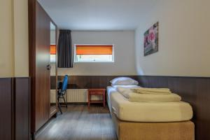 A bed or beds in a room at Hotel Randenbroek