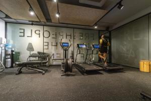 The fitness center and/or fitness facilities at ARTIEM Madrid
