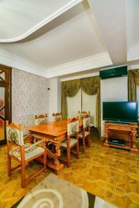 Uma área de estar em Zarifa Aliyeva str. 28 M63 Daire